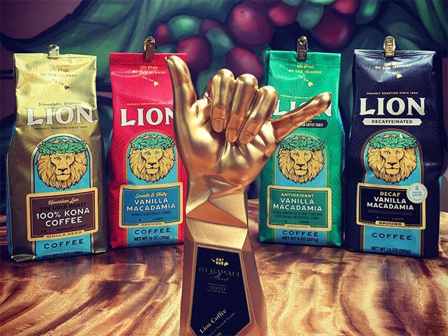 「111ハワイアワード」の授賞式にて、ライオンコーヒーがコーヒーカテゴリーで1位受賞